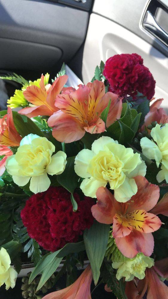 Avenue Flower Shop: 10632 S Cicero Ave, Oak Lawn, IL