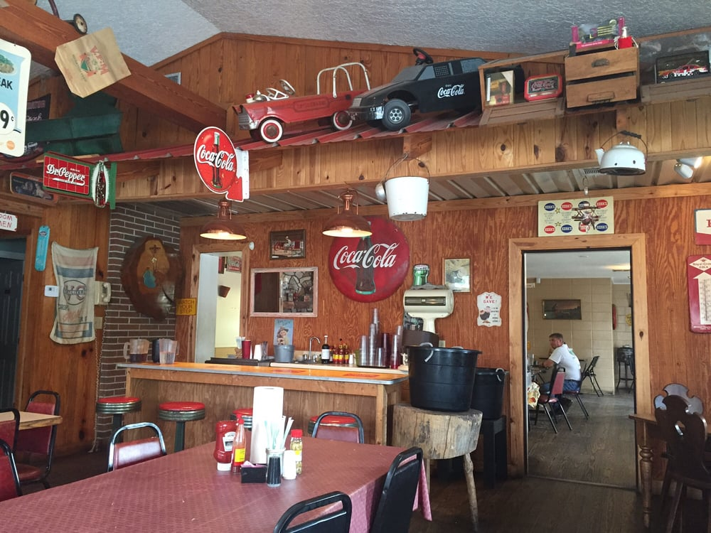 Mama's Kountry Table: 311 S Church St, Homerville, GA