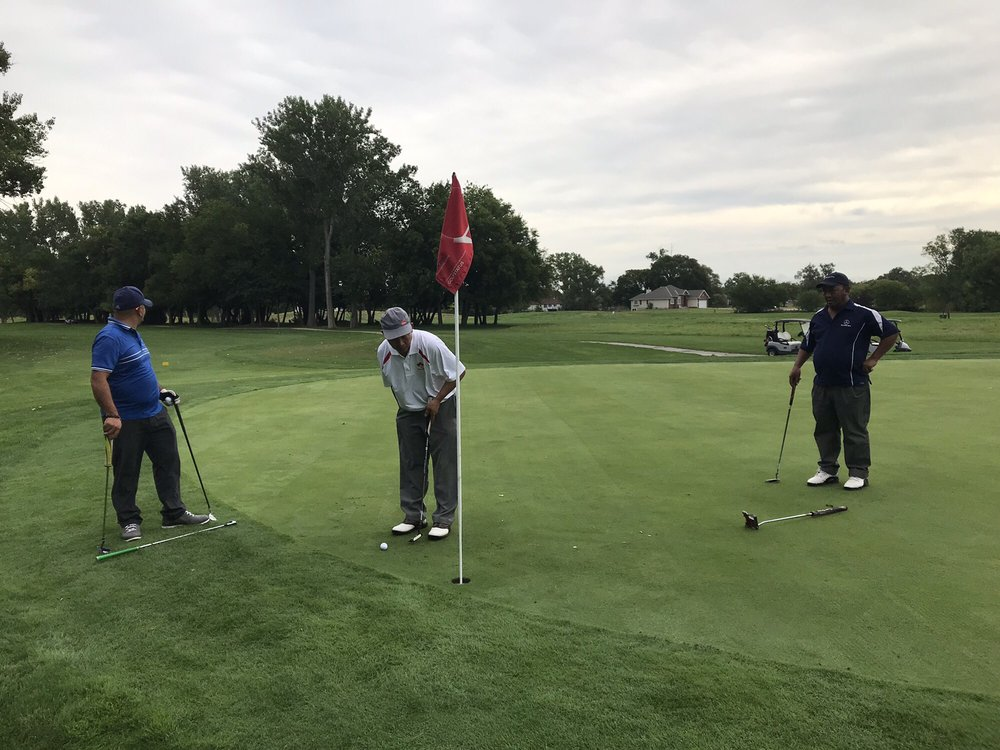 Shoreline Golf Course: 210 Locust St, Carter Lake, IA