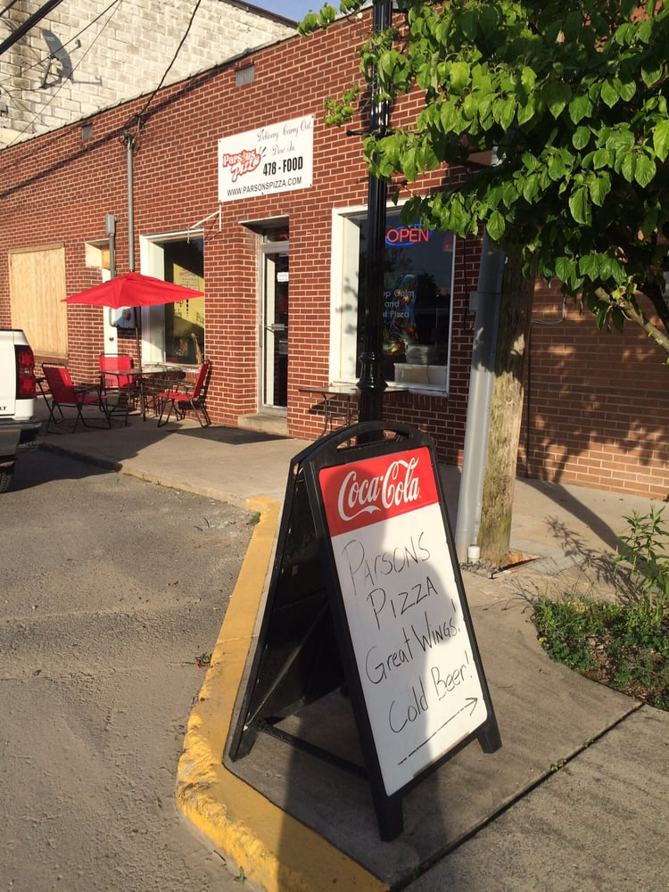 Parsons Pizza: 412 2nd St, Parsons, WV