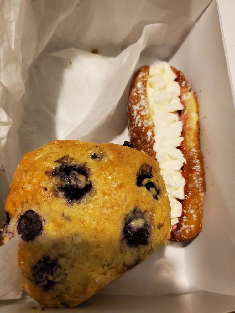 West's Bakery: 995 Main St, Hope Valley, RI