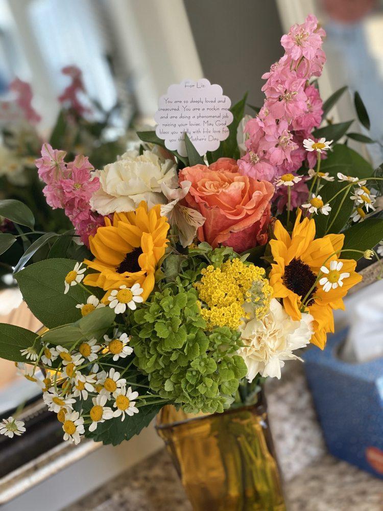 Flourish Flowers & Gifts: 156 W Main St, Lewisville, TX