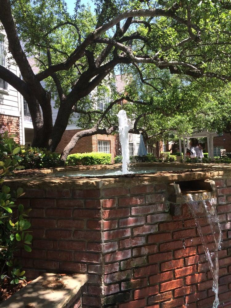 Williamsburg Apartments - Apartments - 12660 Hillcrest Rd ...