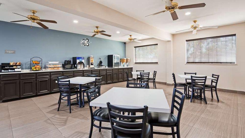 SureStay Hotel by Best Western Brownsville: 825 N Expressway 83, Brownsville, TX