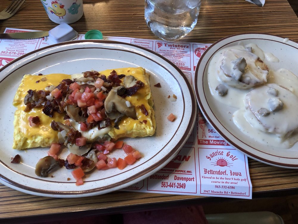 Mickey's Country Cafe: 24477 Valley Dr, Pleasant Valley, IA