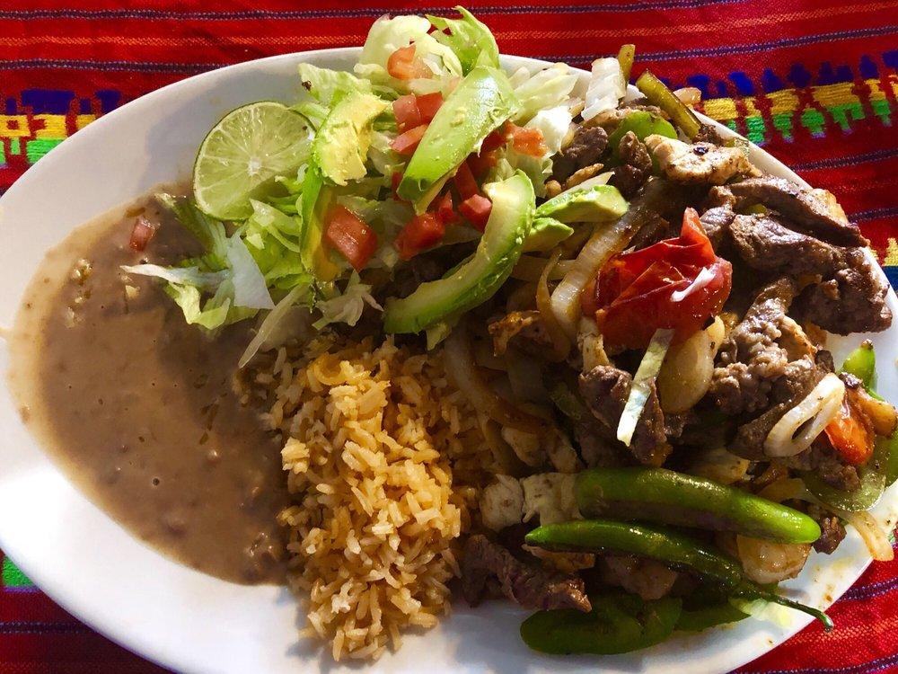 Palmeras Restaurant: 105 N Summit St, Crescent City, FL