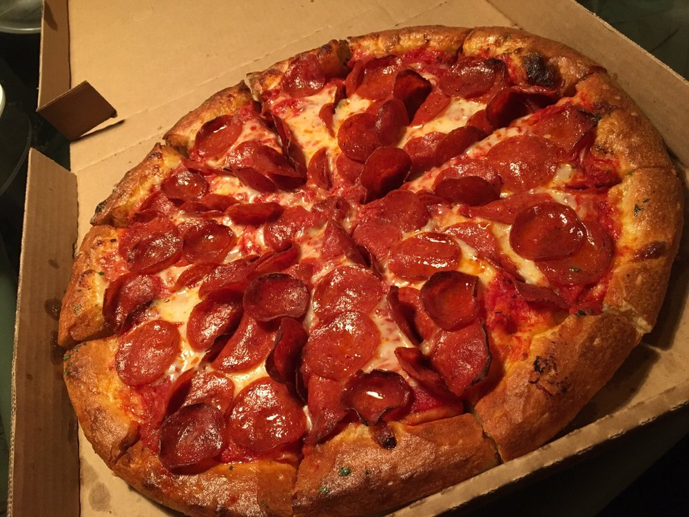 Porky's Pizza: 9988 Bloomington Ave, Bloomington, CA