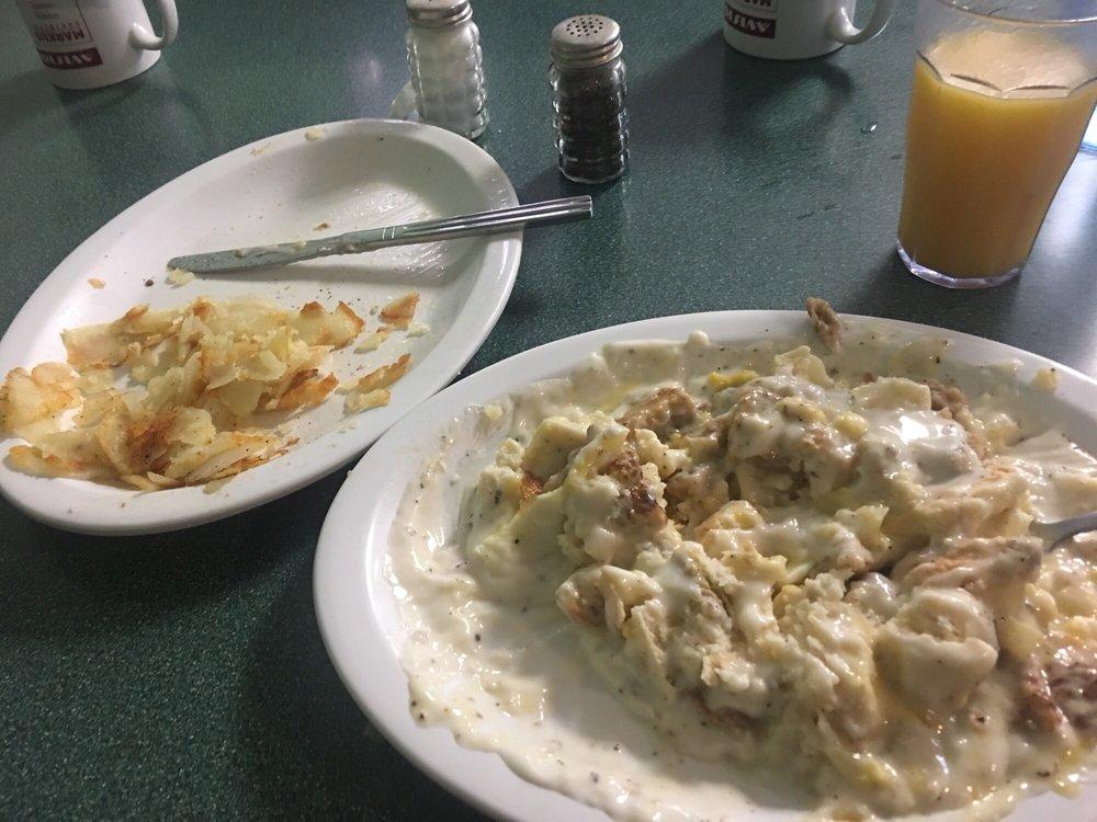 Aviston Family Diner: 201 Harrison St, Aviston, IL