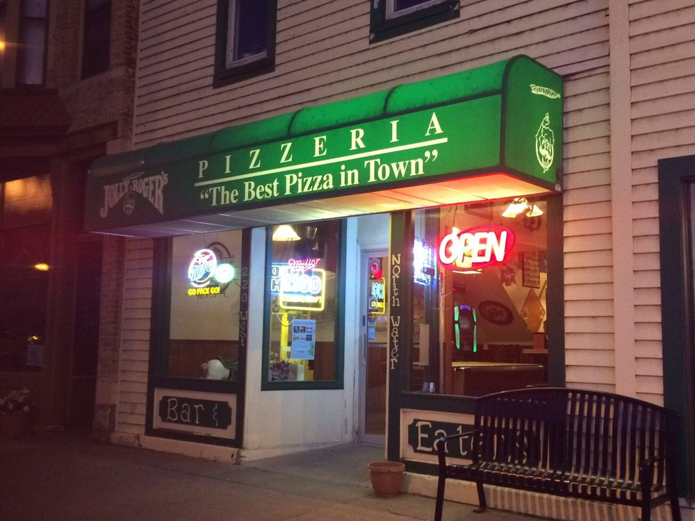 Jolly Roger's Pizzeria: 220 W North Water St, New London, WI