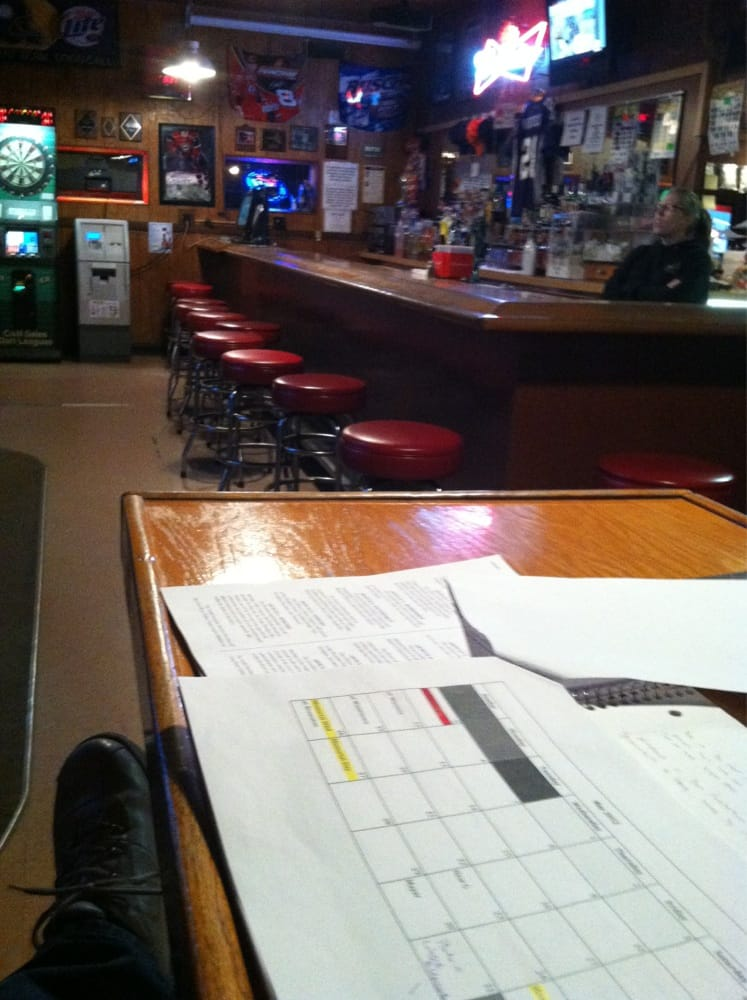 Happy Hour Inn Restaurant: 815 11th St E, Glencoe, MN