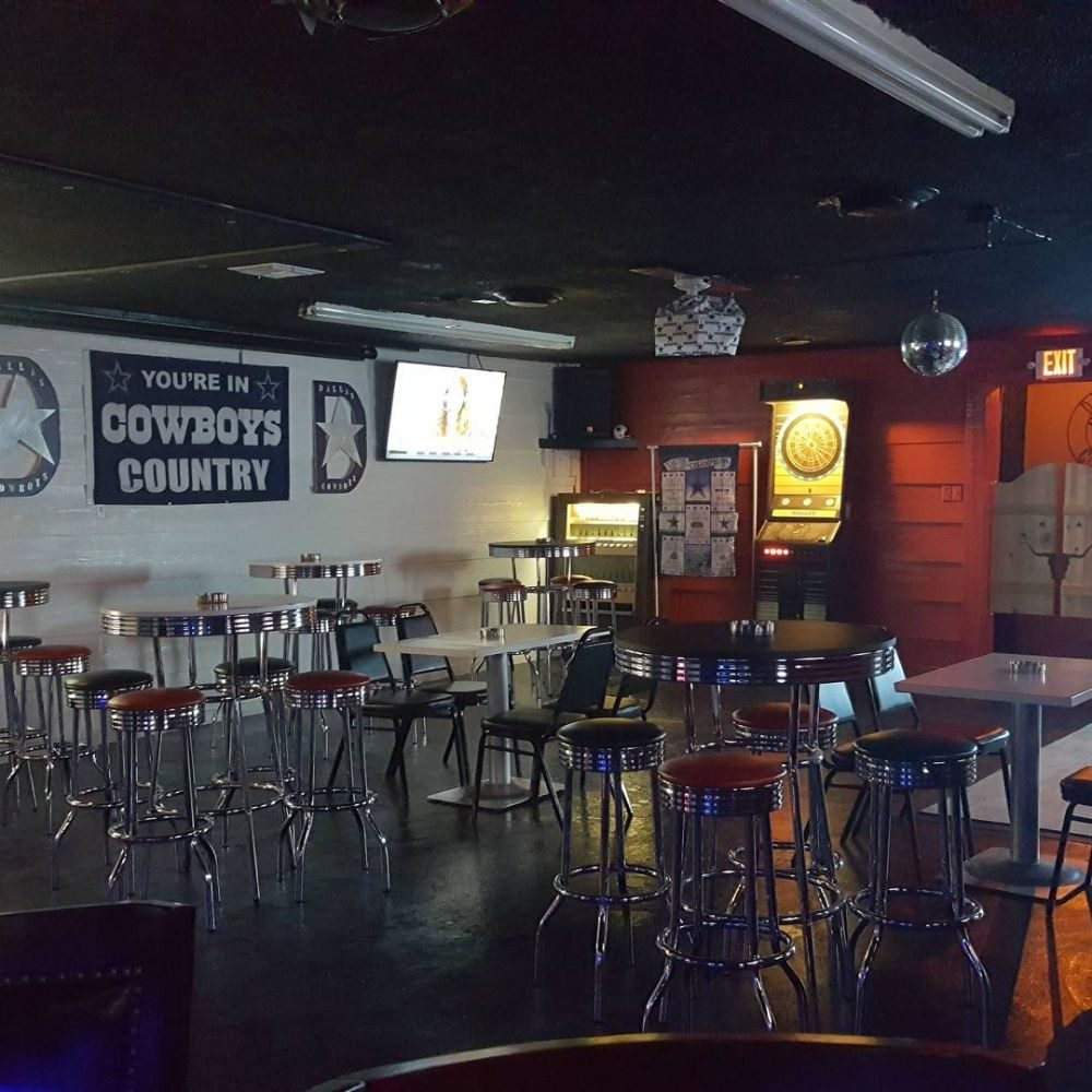 The Stadium Sports Bar: 216 Salt Works Rd, Palestine, TX