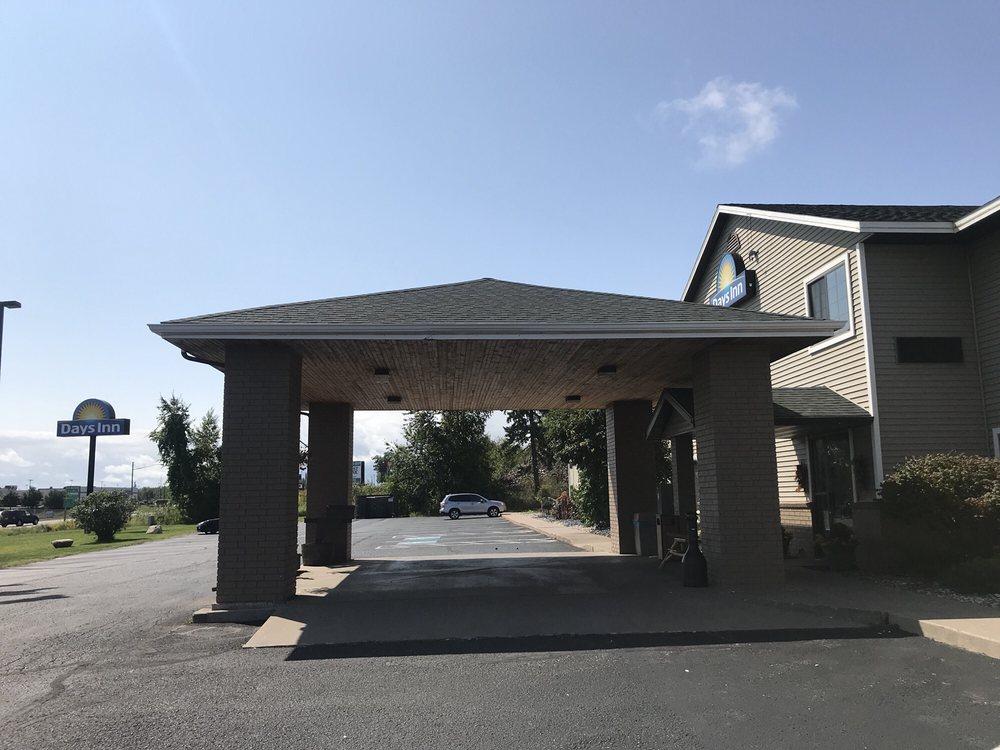Days Inn by Wyndham Iron Mountain: 2001 South Stephenson Avenue, Iron Mountain, MI