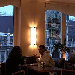 cafe glockenspiel 102 188 marienplatz 28 altstadt bayern. Black Bedroom Furniture Sets. Home Design Ideas