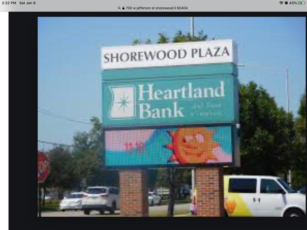 Shorewood Plaza: 700 W Jefferson St, Shorewood, IL