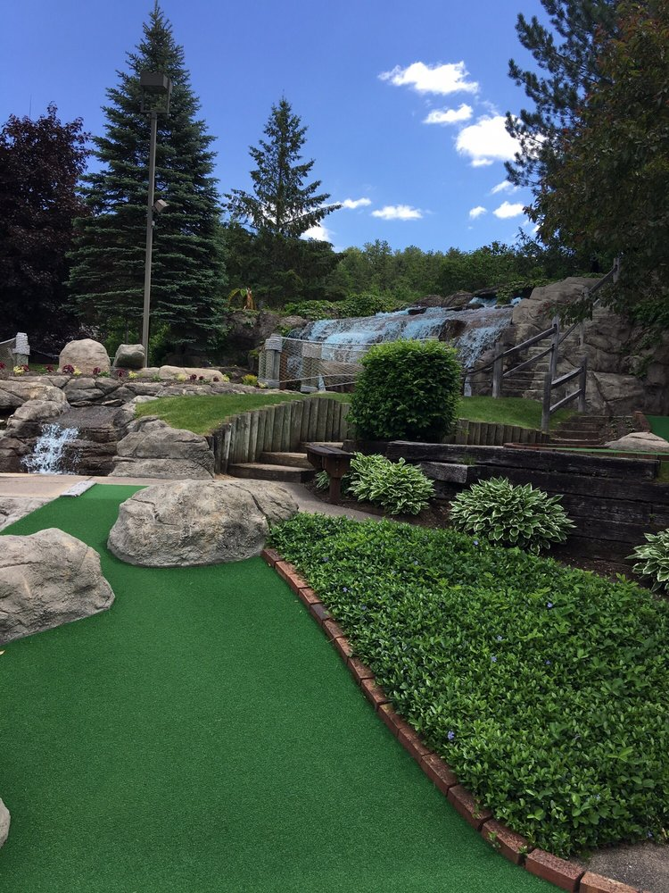 Pirate's Cove Adventure Golf: 2001 White Mountain Hwy, Conway, NH