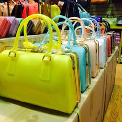 7b3343468c Top 10 Best Wholesale Handbags in New York
