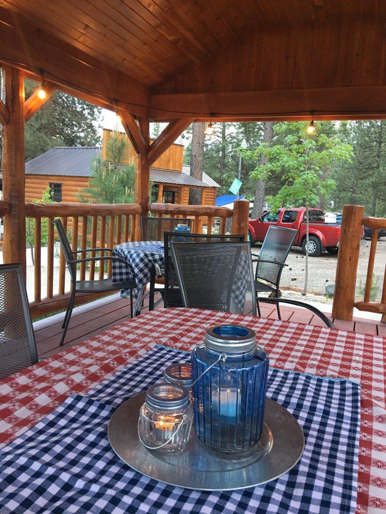 Loon Lake Motel: 3945 Hwy 292, Loon Lake, WA