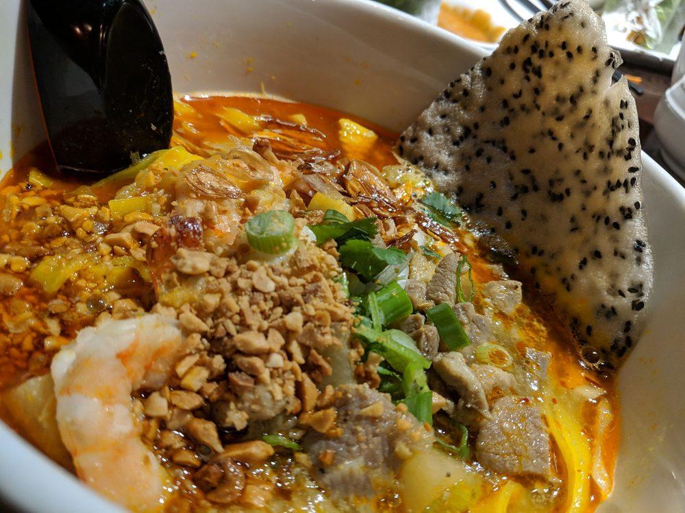 Lá Sen Vietnamese Grill: 22000 Willamette Dr, West Linn, OR
