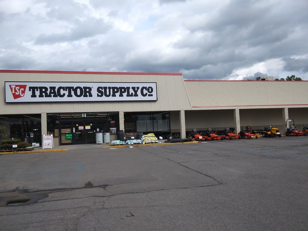 Tractor Supply: 736 N Van Dyke Rd, Bad Axe, MI