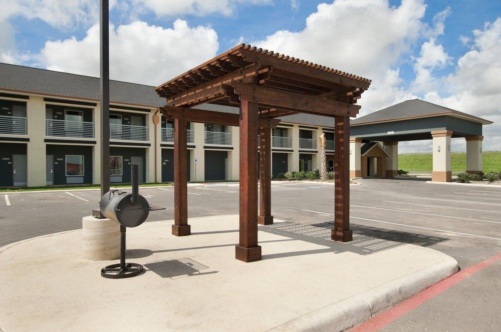 Super 8 by Wyndham Dilley TX: 16301 South IH-35, Dilley, TX