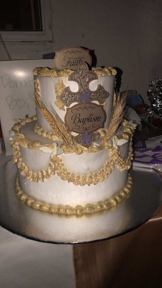 La Estrella Bakery: 510 N Mount Vernon Ave, Colton, CA