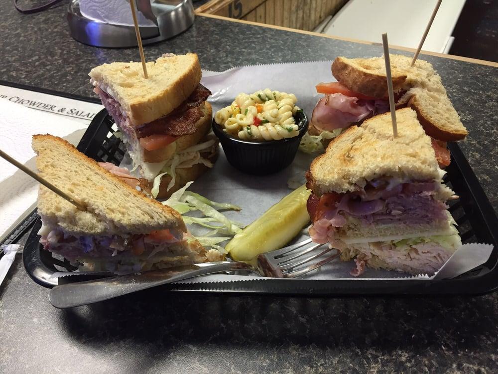Hammerhead's Oyster Bar: 117 N King St, Windsor, NC
