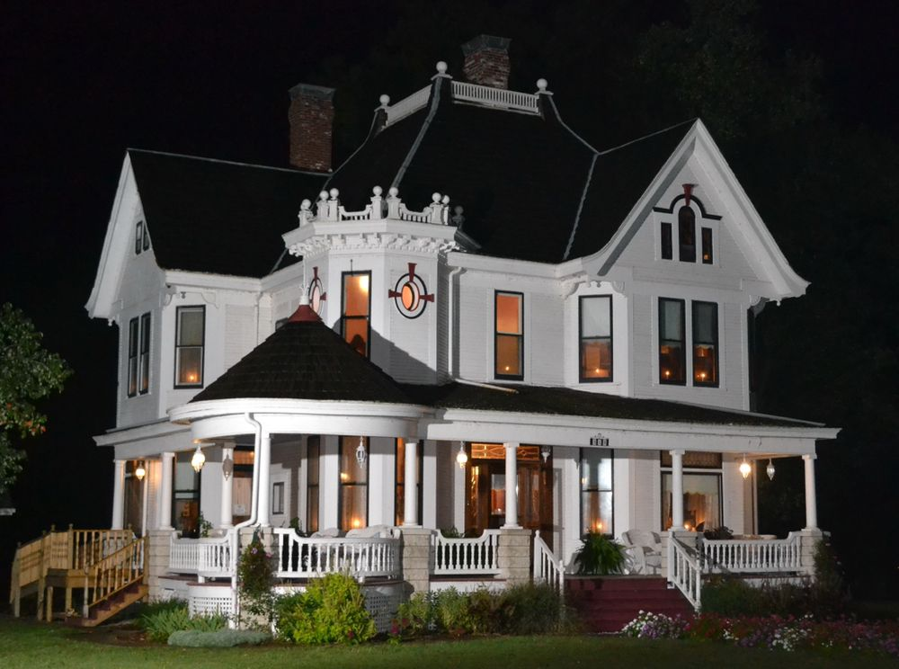 The Conner House Bed and Breakfast: 315 Main St, Prairie Du Rocher, IL