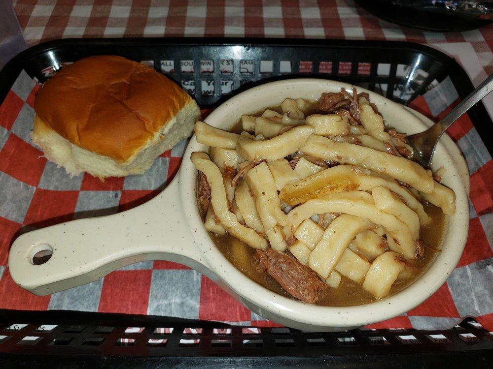Bouser's Barn Restaurant & Catering: 1300 W Chestnut St, Union City, IN