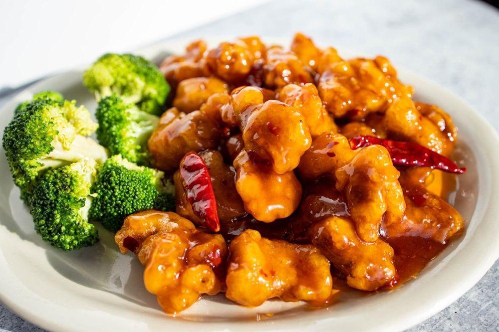 Beijing Restaurant & Bar: 2102 NW Cache Rd, Lawton, OK