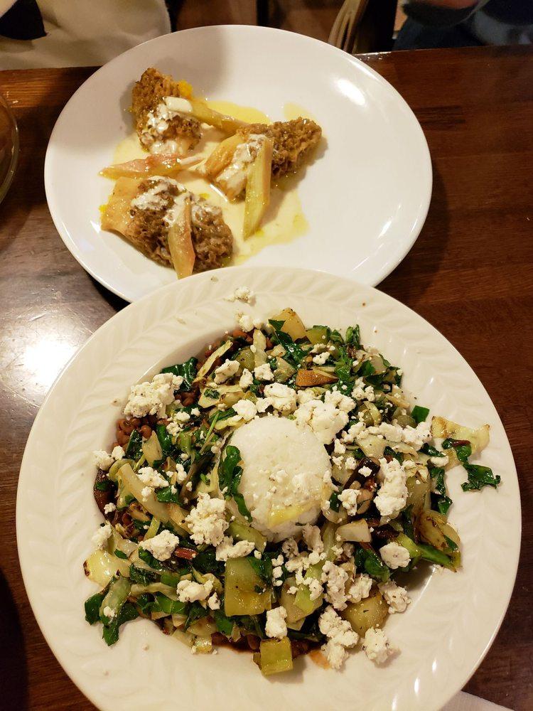 Harvest Table Restaurant: 13180 Meadowview Sq, Meadowview, VA