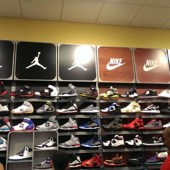 75ddaf50f77563 Champs Sports - Sporting Goods - 11401 Pines Blvd