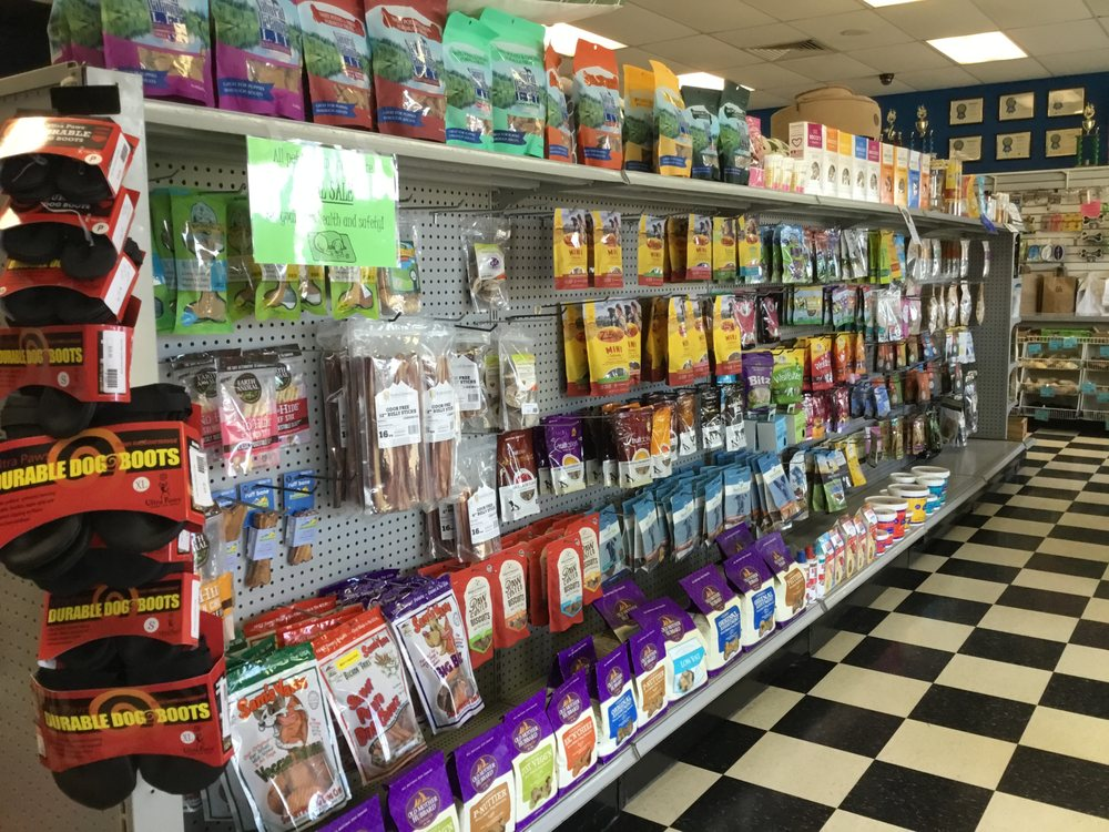 The Pet Place: 240 Shadowline Dr, Boone, NC
