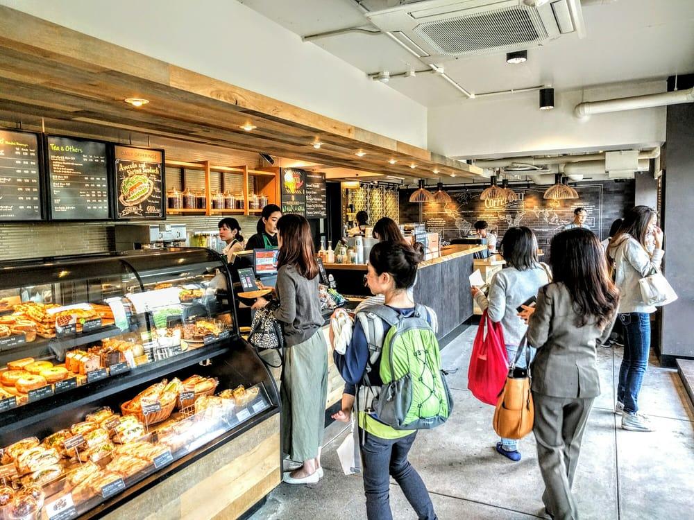 スターバックス 京都三条大橋店 - 日本, 京都府京都市. 今日も賑わってました。2016/05/17