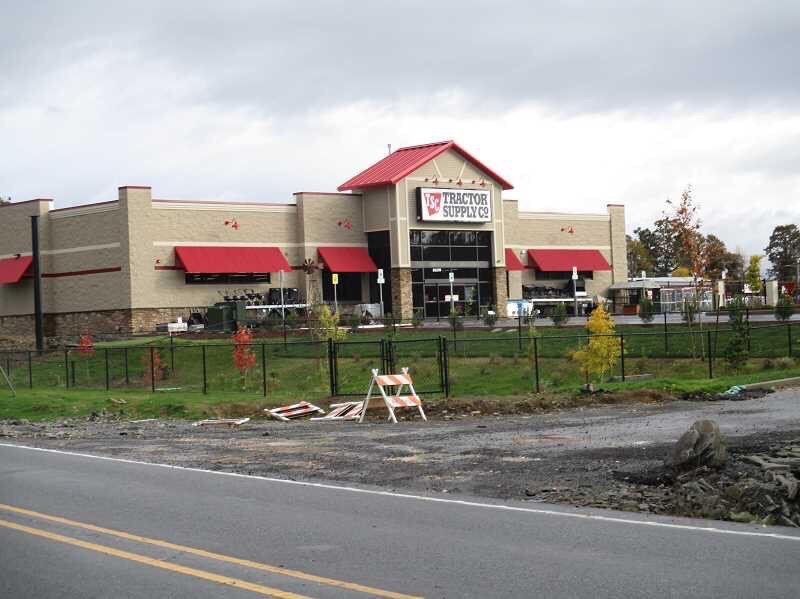 Tractor Supply: 31130 S Hwy 213, Molalla, OR