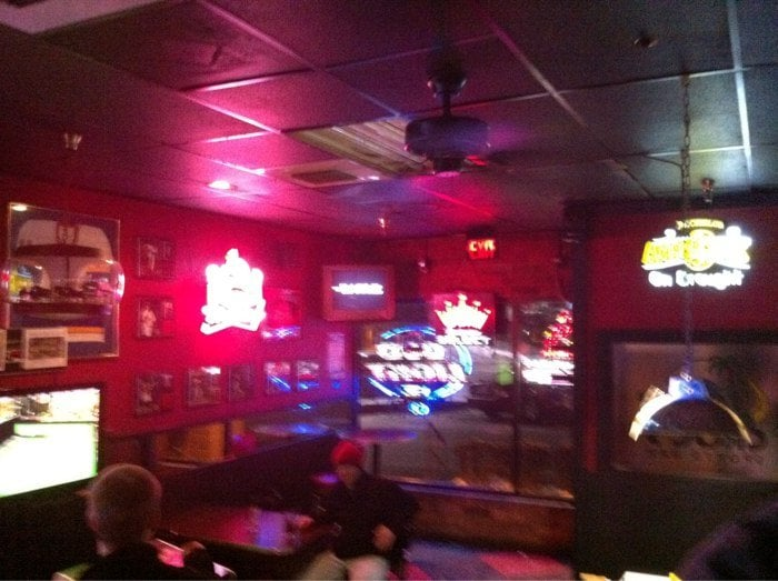 Croc's Sports Bar: 5591 Oakville Shopping Ctr, Saint Louis, MO