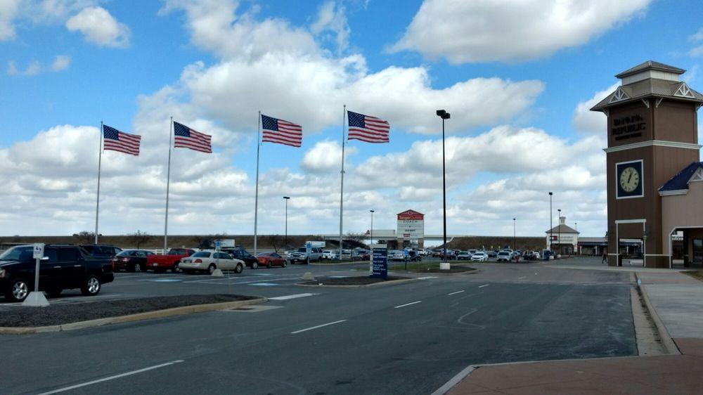 Tanger Outlets Jeffersonville: 8000 Factory Shops Blvd, Jeffersonville, OH