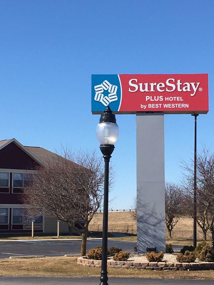 SureStay Plus Hotel by Best Western Auburn: 225 Touring Dr, Auburn, IN