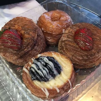 SK Donuts & Croissant - 5850 W 3rd St, Mid-Wilshire, Los