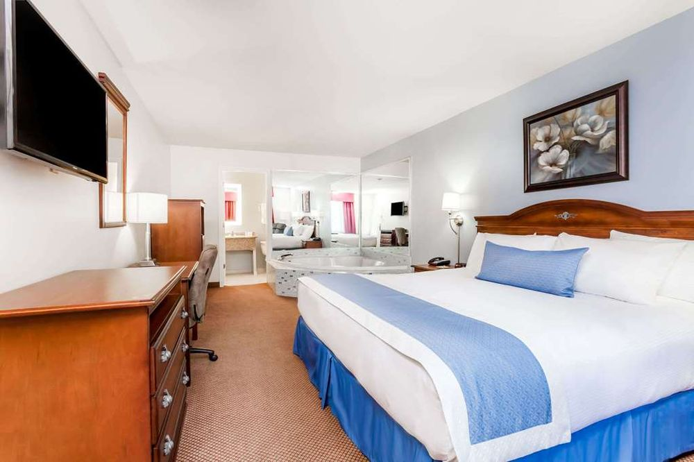 Days Inn by Wyndham Hampton: 1235 West Elm Street, Hampton, SC
