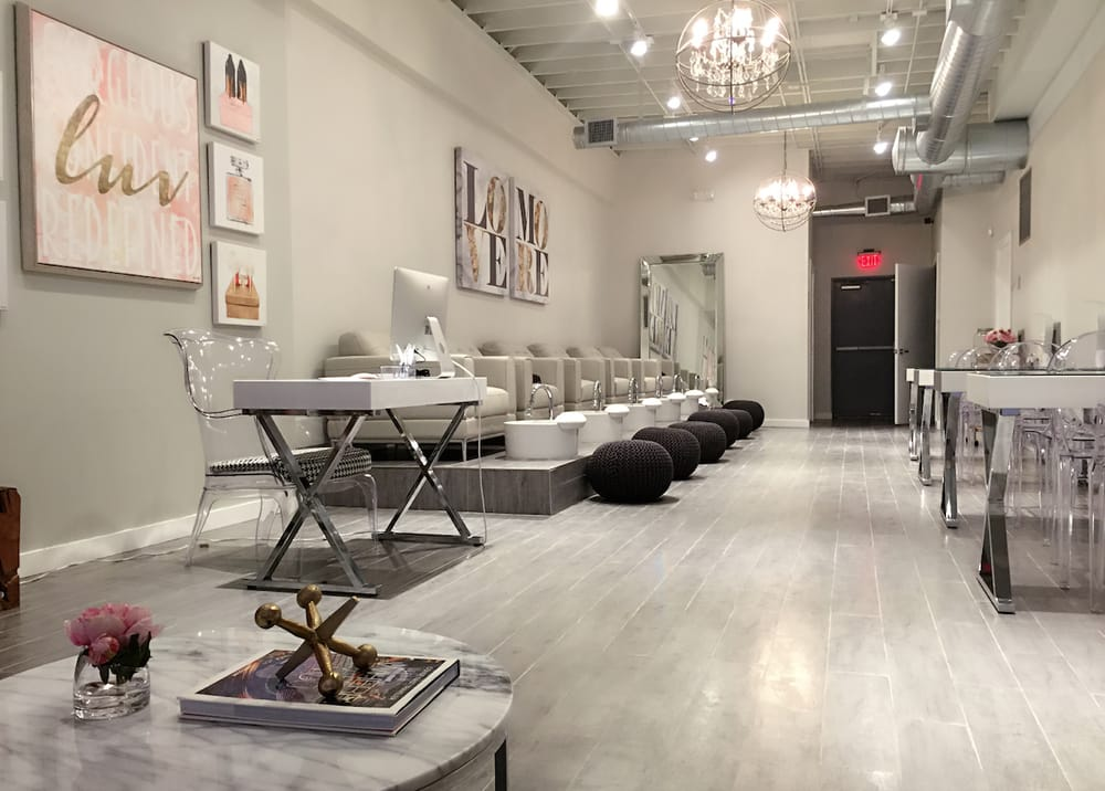 Modern chic nail shop located in the heart of midtown yelp for Salon vegan paris