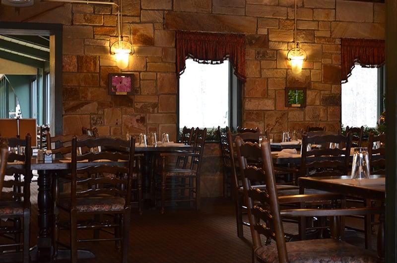 The Mountain Inn Restaurant: 1299 Blalock Dr NE, Fort Payne, AL