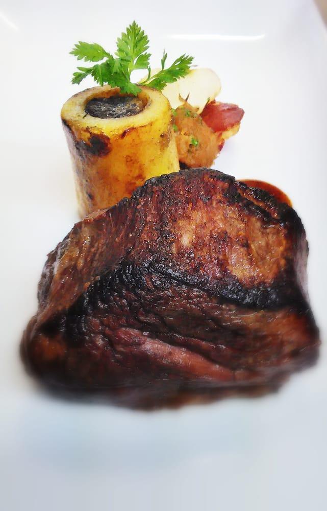 Filet de boeuf rossini revisit pommes de terre farcie au foie gras poch au vin rouge yelp - Vin rossini ...