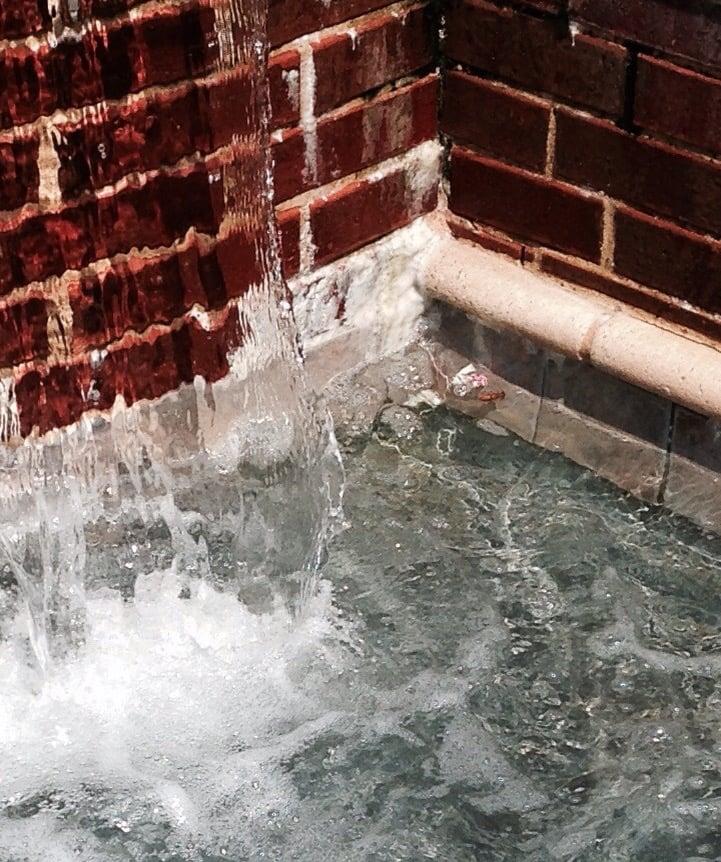 Terrawood Apartments: Salt Buildup On Fountain