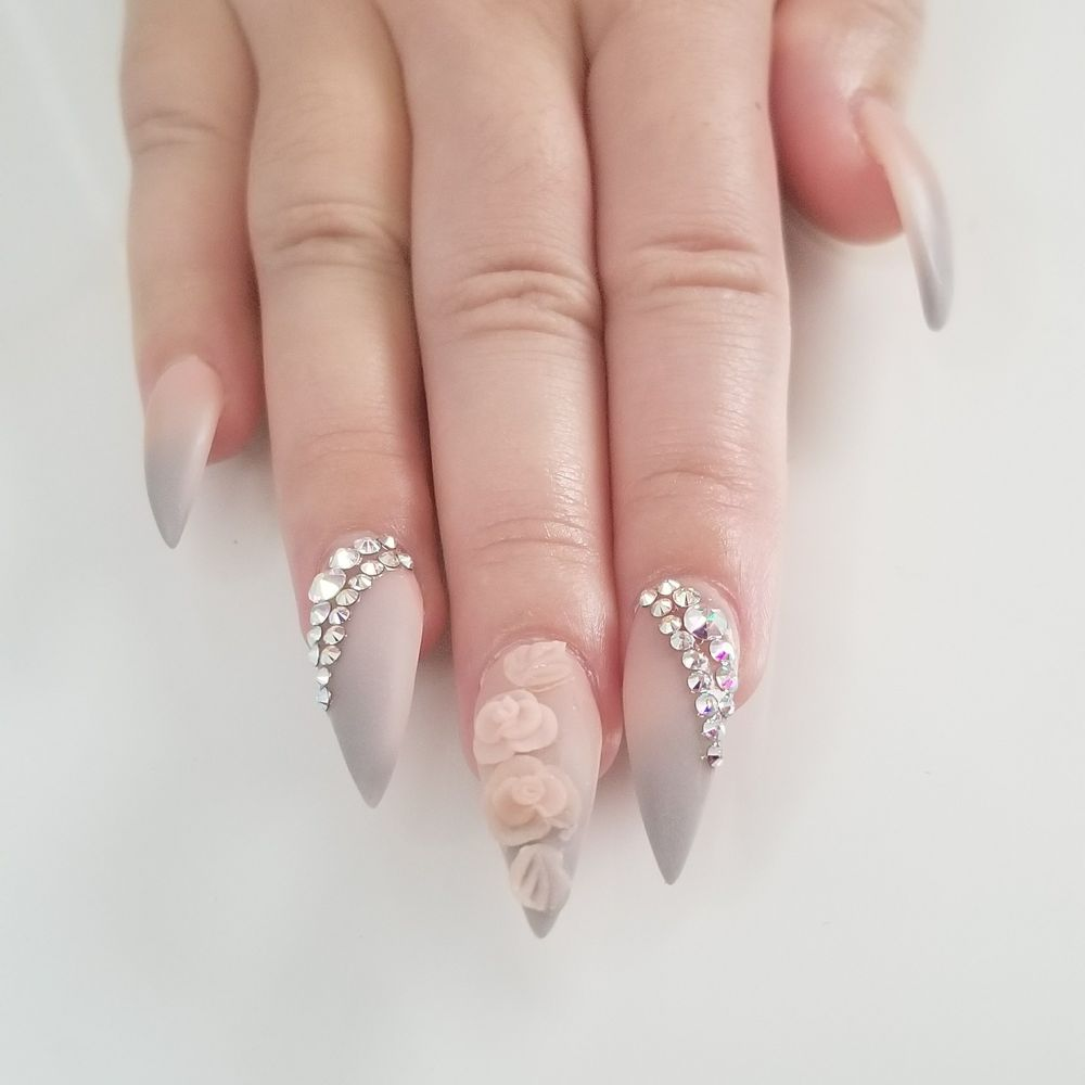 My Beautiful Nails: Matte Nude And Grey Ombre With Flower