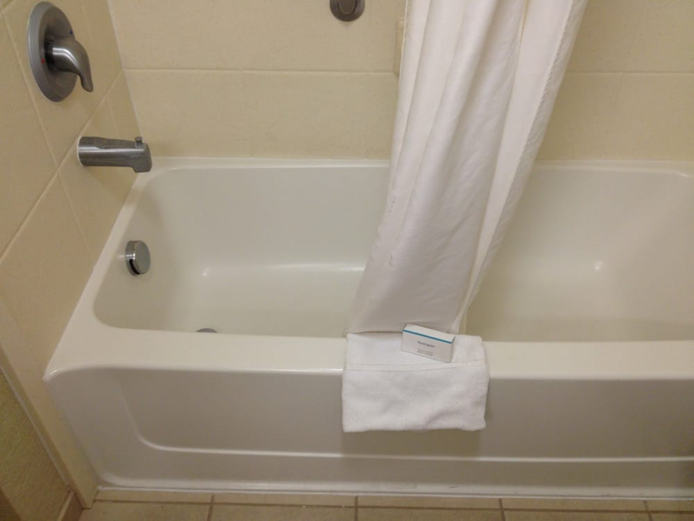 The very shallow bathtub in a non-handicapped double room. - Yelp