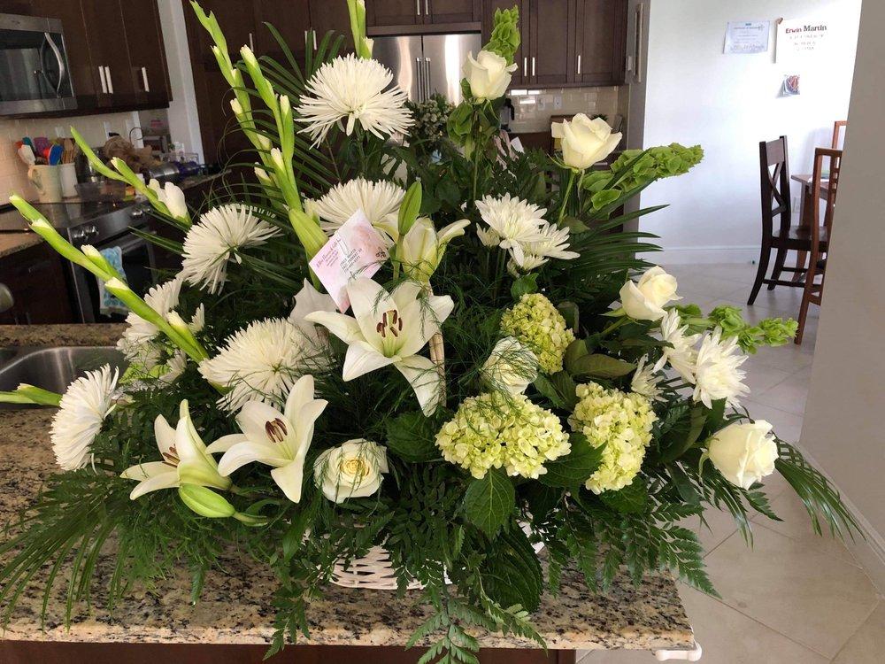 B-Hive Flowers & Gifts: 720 N 15th St, Immokalee, FL