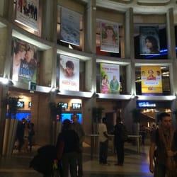 """UGC Ciné Cité Les Halles - Paris, France. Le niveau """"bas"""" du cinéma, où il y a des caisses automatiques!"""