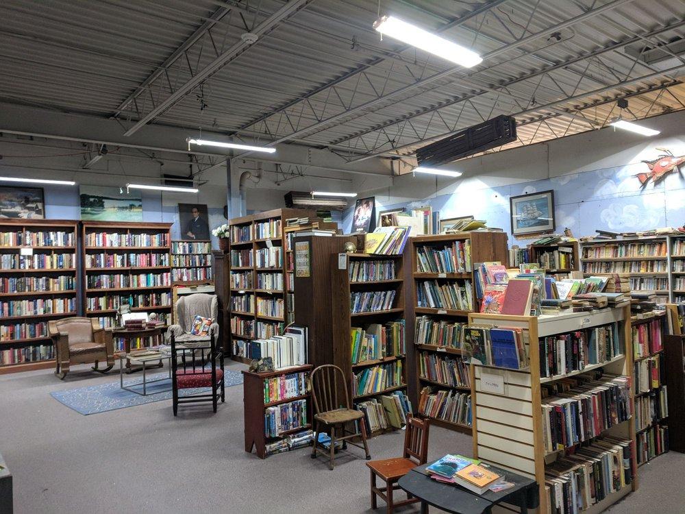Clarksville Antique & Auction Center: 949 S Highway 79, Clarksville, MO