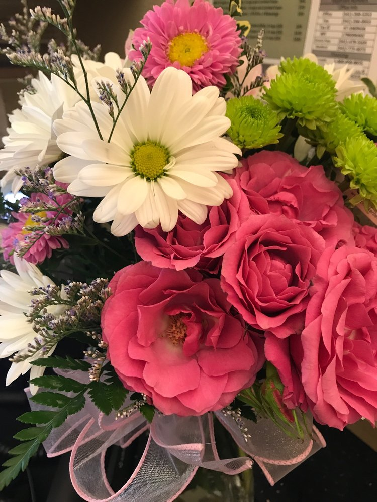 Checkerberry's Flowers & Gifts: 169 N 2nd St, Coos Bay, OR