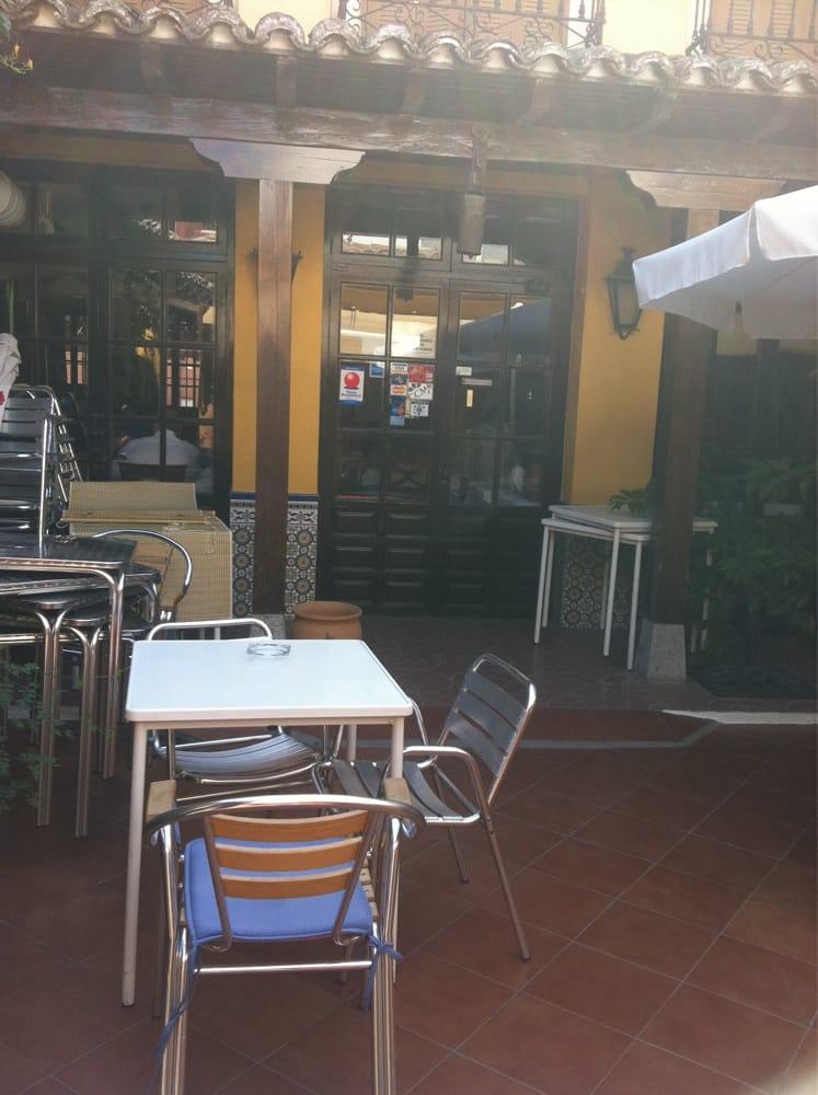 La posada espagnol calle puerta del sol 12 illescas for Posada puerta del sol